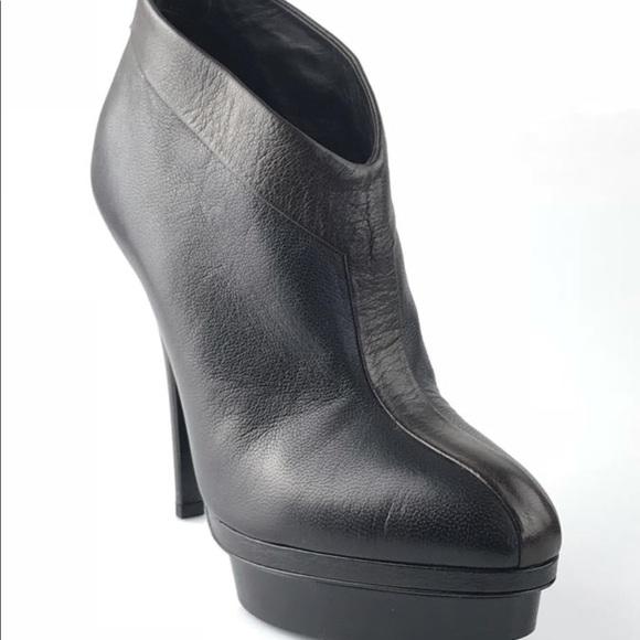 f595d2f3 YSL stunning booties 🌟🌟🌟